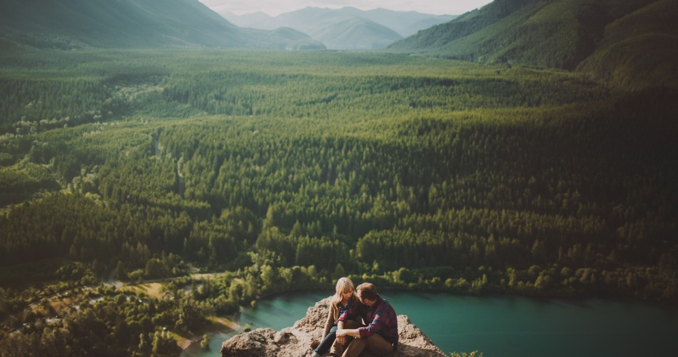 Seattle Engagement Photographers // Rattlesnake Ridge